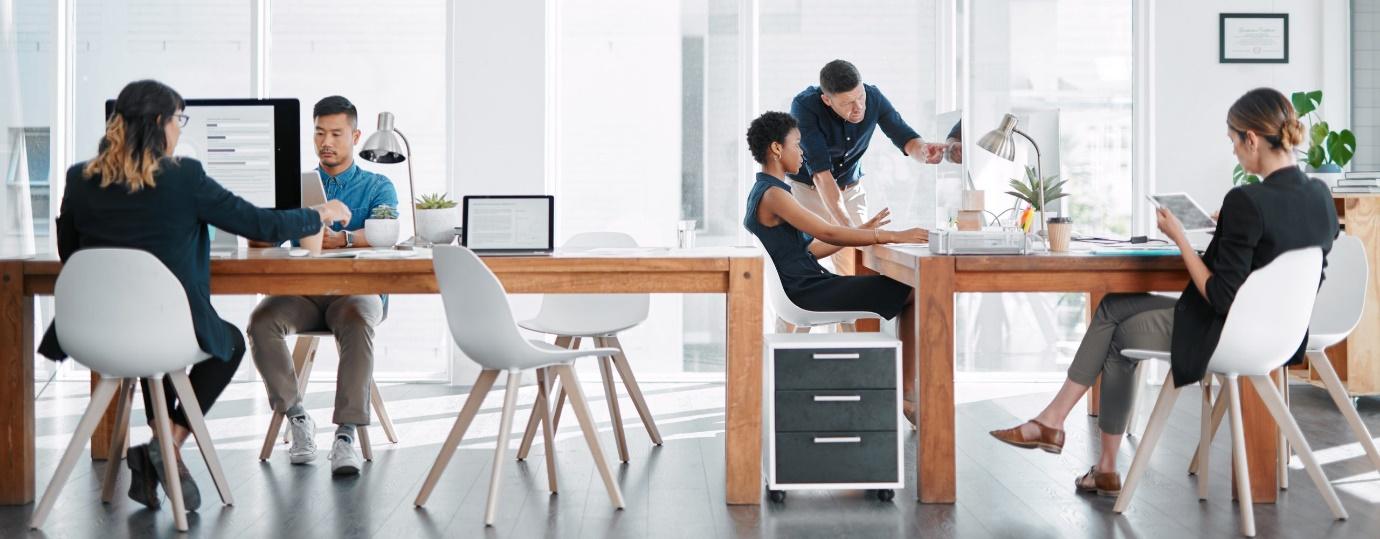 تفاوت فضای کار اشتراکی با ساختار های سنتی 54654